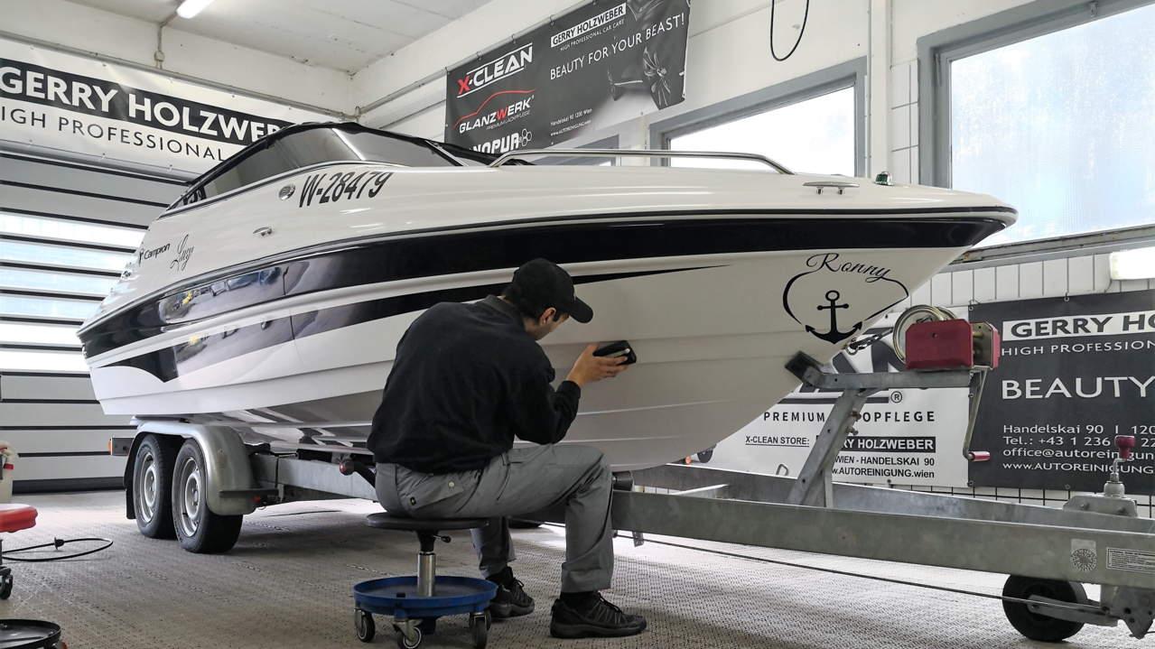 Flugrostentferung bei dem Boot von Ronny.