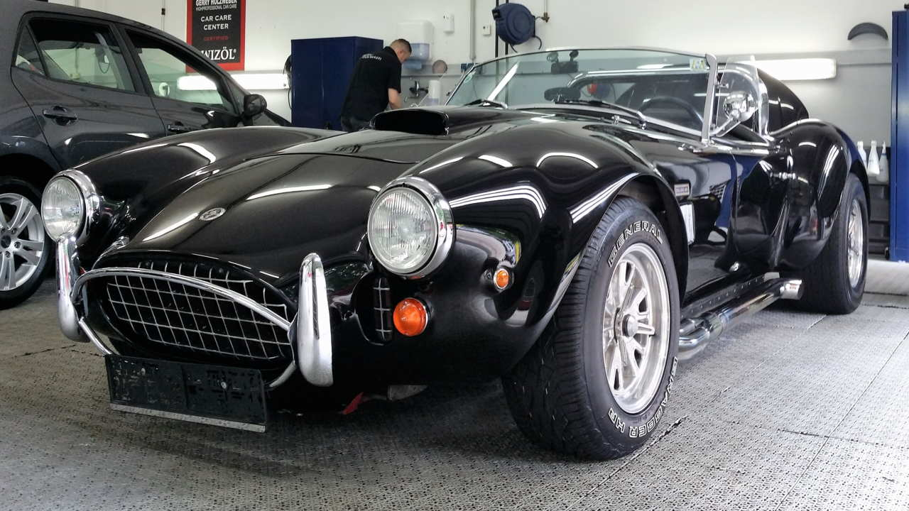 Diese Cobra Shelby wird jährlich von uns aufbereitet.