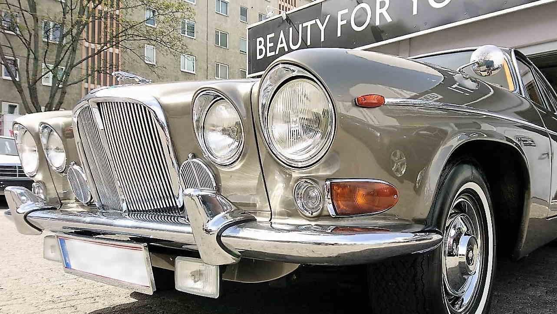 Das Oldtimer Prachtstück Jaguar 420 wurde mit Swissvax veredelt.