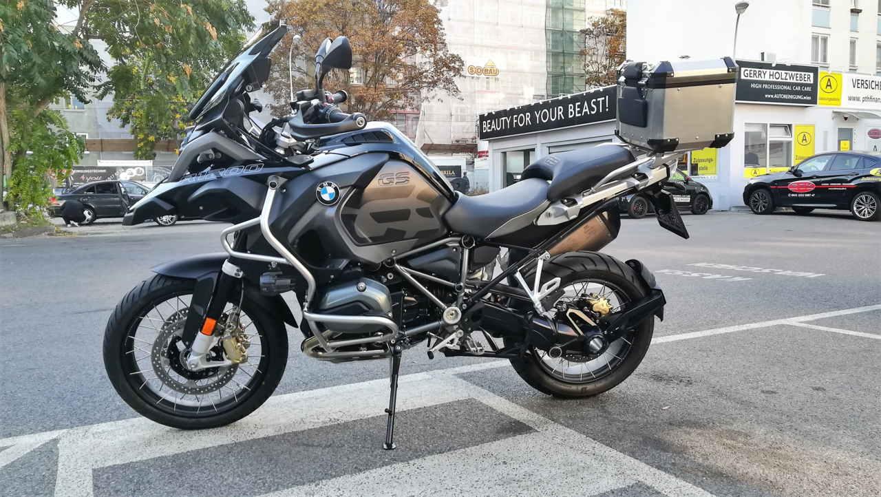 Motorrad Reinigung und Aufbereitung einer BMW R1200.