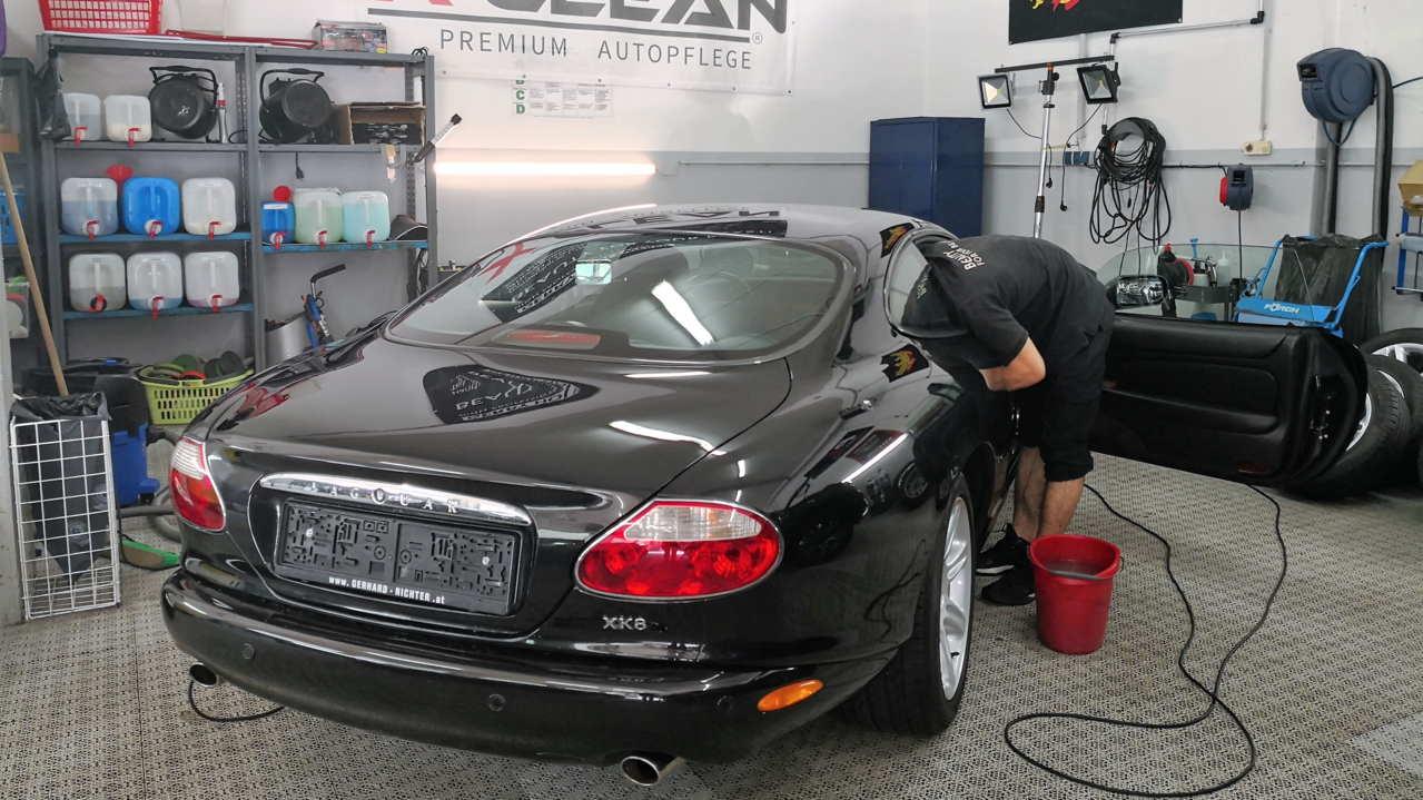 Bei der Ausbildung zum zertifizierten Mitarbeiter wird alles rund um die perfekte Aufbereitung gelehrt.