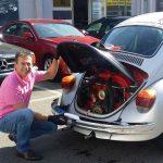 Endkontrolle nach der Schwissvax Behandlung. Salzburg Käfer, ein luftgekühlter Vierzylinder Boxermotor mit Heckantrieb.