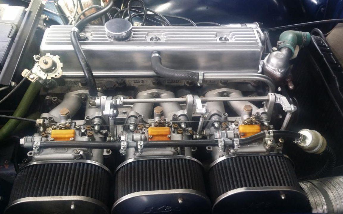 Ein sauberer Motorraum nach der Trockeneis Reinigung.